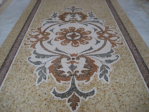Realizzato in mosaico in Costa Azzurra